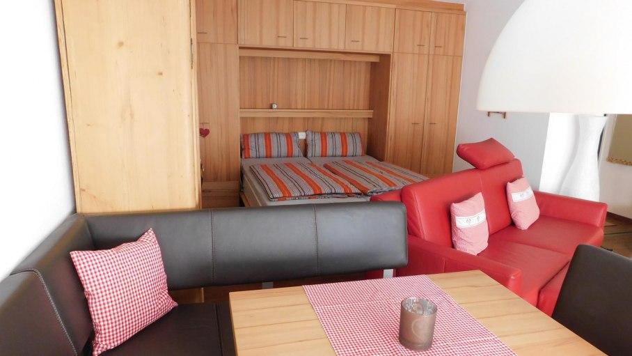 Wohnzimmer mit Doppelbett, © Ferienwohnung Allgäutraum 2