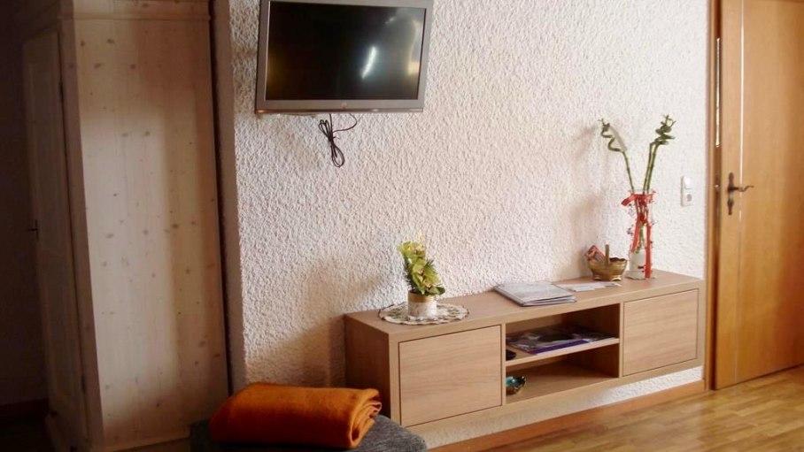 Ferienwohnung Bichelblick - Fernseher, © Haus Schöll - Bolsterlang