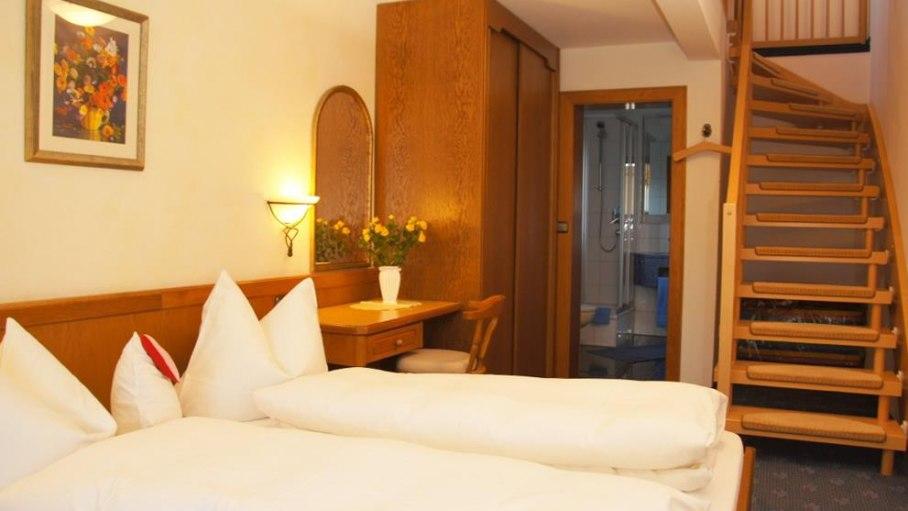 Ferienwohnung 2 - Schlafzimmer, Bad, © Ferienwohnungen Loni Vogler - Fischen i. Allgäu