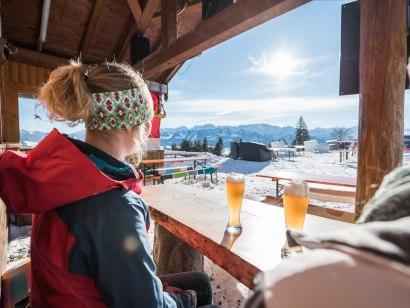 Einkehr auf der Hochbichl-Hütte, © Tourismus Hörnerdörfer GmbH