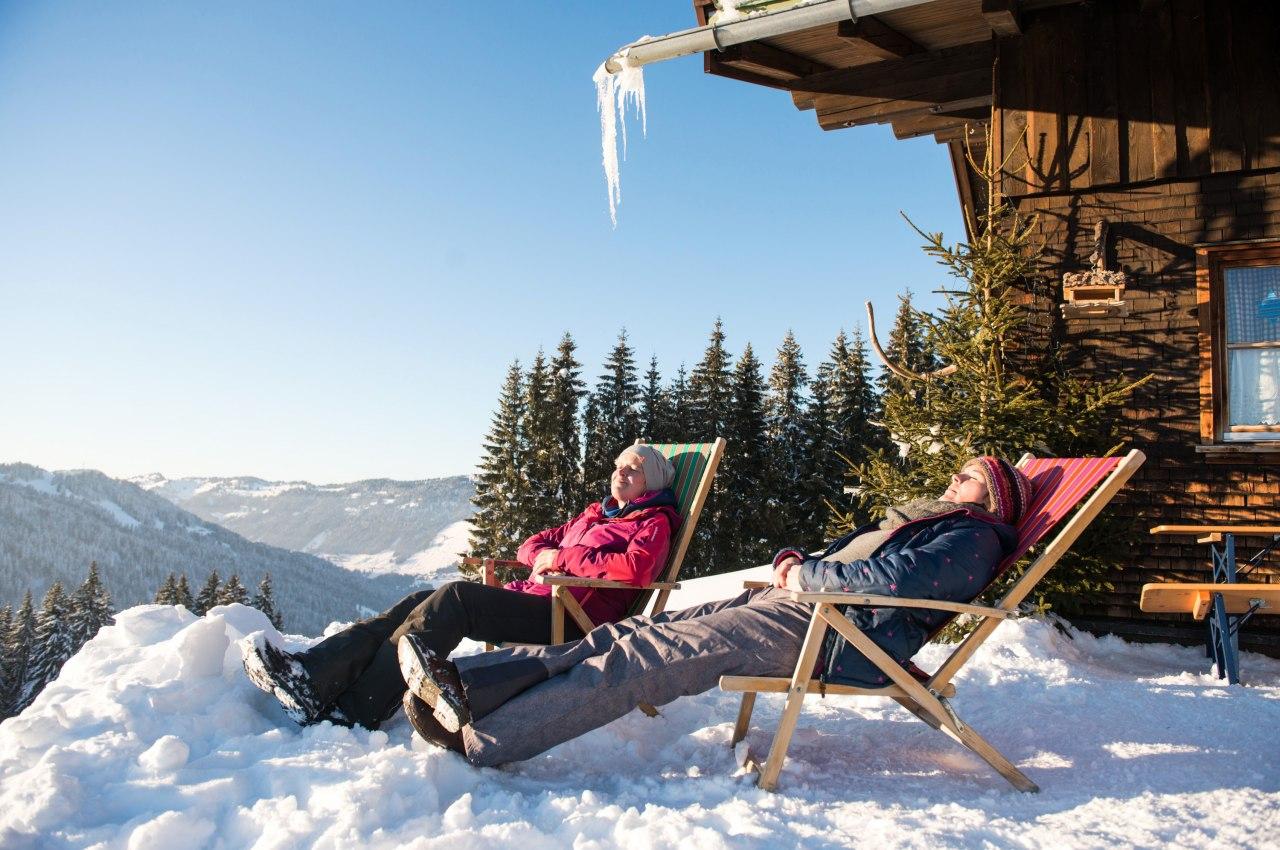 Die Ruhe genießen beim entspannten Sonnenbaden auf der Mittelalpe bei Obermaiselstein im Allgäu, © Tourismus Hörnerdörfer, F. Kjer