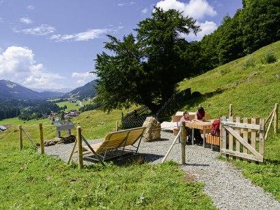Entspannen auf dem Balderschwanger Zeitweg, © Gästeinformation Balderschwang