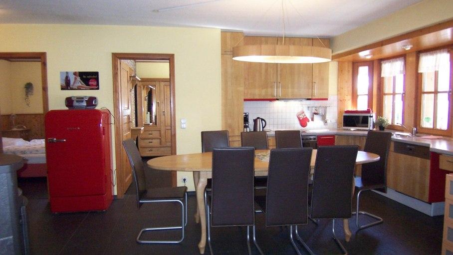 Ferienwohnung Walsertal, Esstisch und Küche, © Charivari Ferienwohnungen