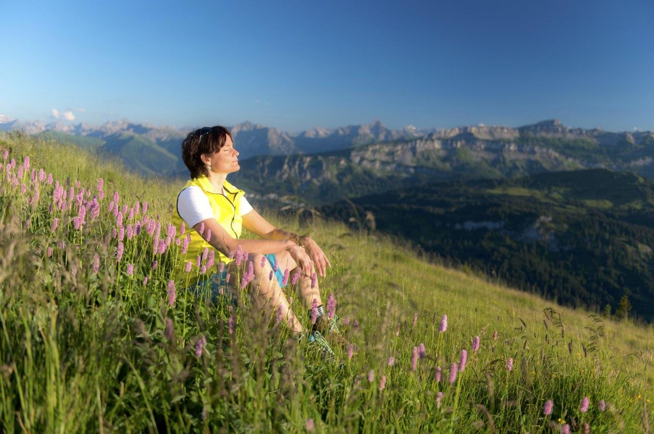 Das Bergklima an einem Kraftplatz im Naturpark Nagelfluhkette bei Obermaiselstein genießen., © Tourismus Hörnerdörfer