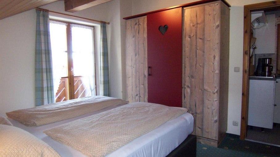 Ferienwohnung Bollediele, Schlafzimmer mit Schrank