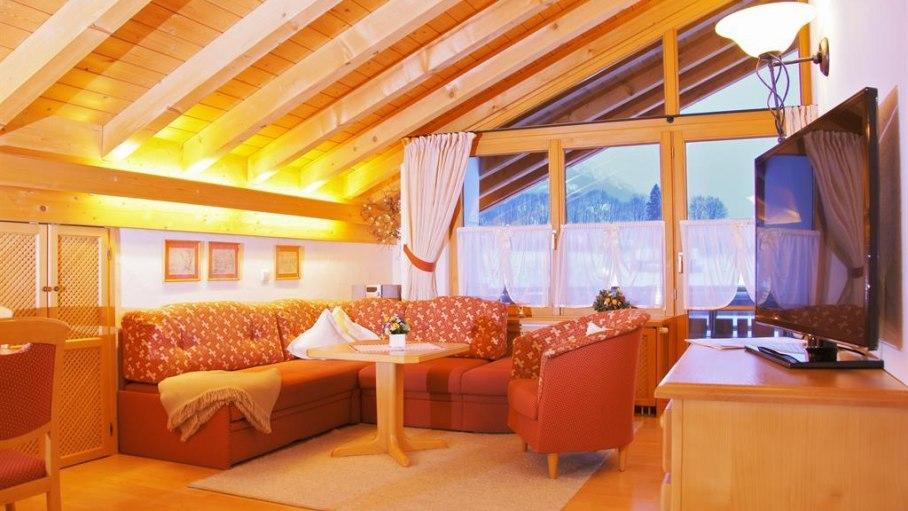 Wohnzimmer Nr. 6 - Fewos Loni Vogler, © Ferienwohnungen Loni Vogler - Fischen i. Allgäu