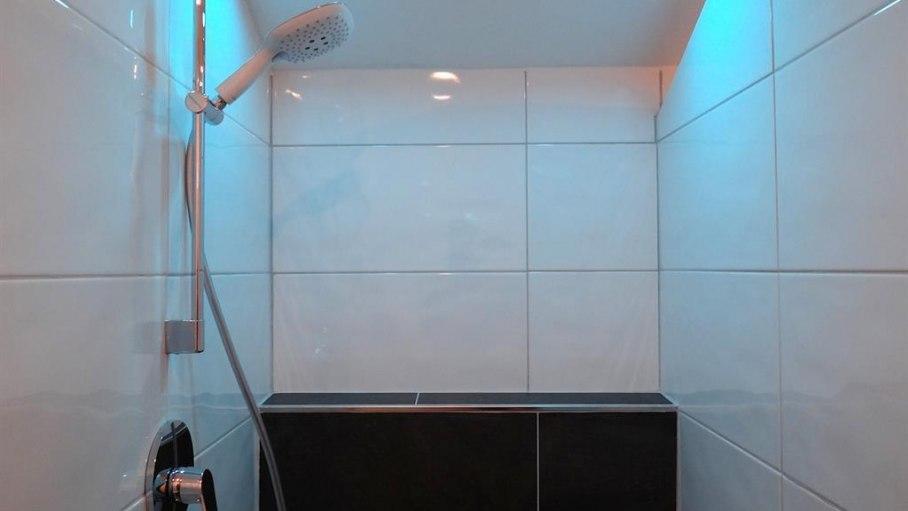 Dusche mit Lichtfarbwechsel