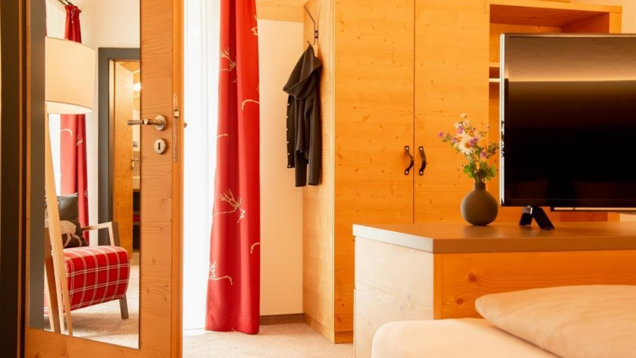 Familien-Appartement Ost - Shclafbereich, © Gästehaus-Pension Hörnerblick