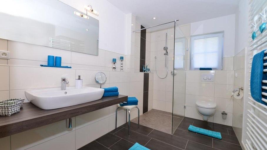 1. Badezimmer mit begebarer Dusche - Fewo Rubihorn, © Alexa Ferienwohnungen in Fischen