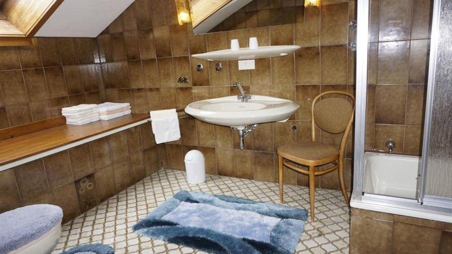 Badezimmer in der Ferienwohnung, © Alpengasthof Sonnenkopf - Fischen i. Allgäu