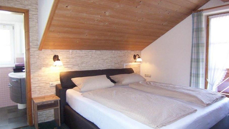 Ferienwohnung Bollediele, Schlafzimmer mit Bad