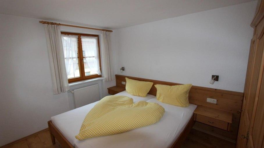 Ferienwohnung 4 - Schlafzimmer, © Gästehaus Hagelmüller - Fischen i. Allgäu