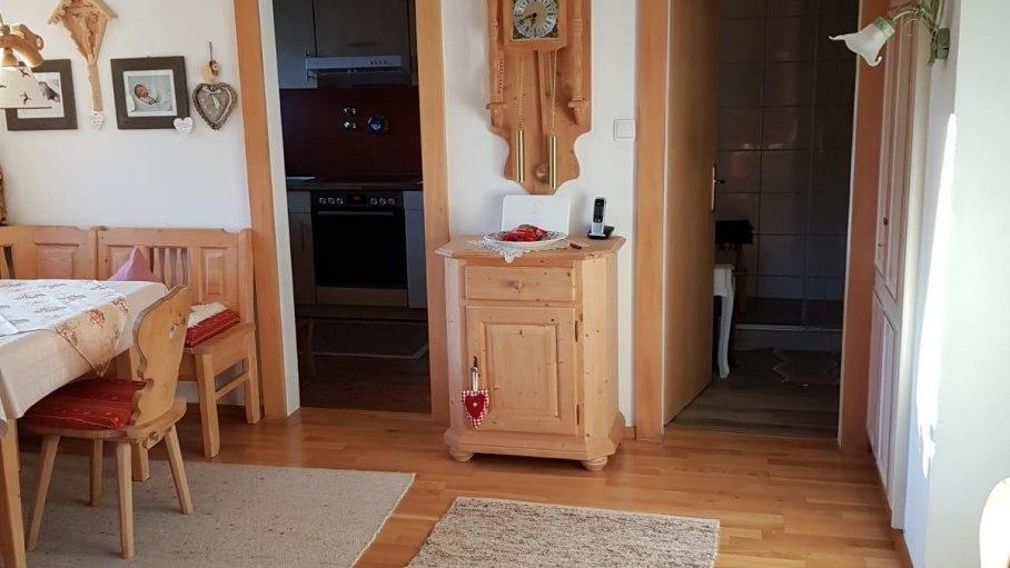 Wohn- & Essraum mit Blick auf Küche und Bad, © Alpenwiesle
