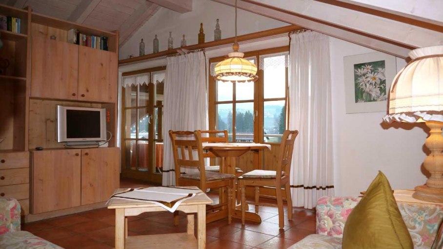 Gemütlicher Wohnbereich - Fewo 6, © Ferienhaus Enzian - Fischen i. Allgäu