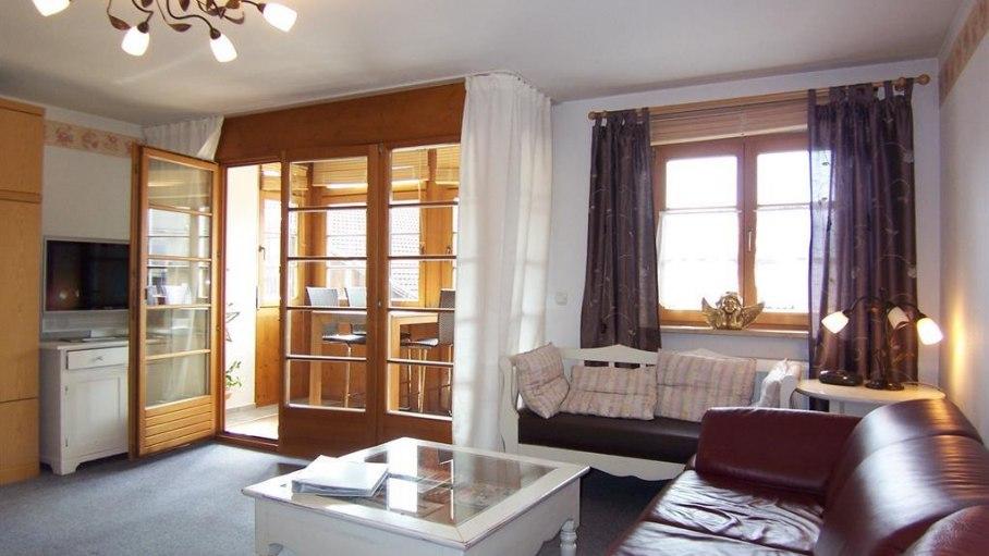 Fewo Alpdo 5, Wohnraum mit Wintergarten