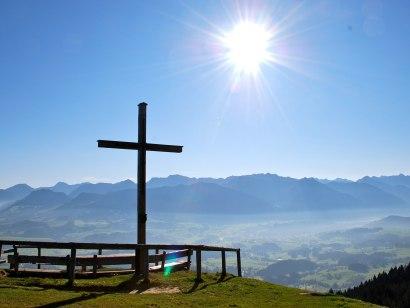 Gipfelkreuz am Ofterschwanger Horn, © Tourismus Hörnerdörfer