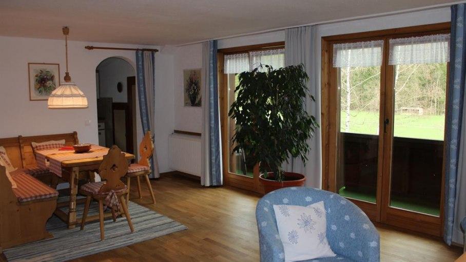 Wohnzimmer mit Essecke, © Ferienwohnung van der Borg - Fischen i. Allgäu