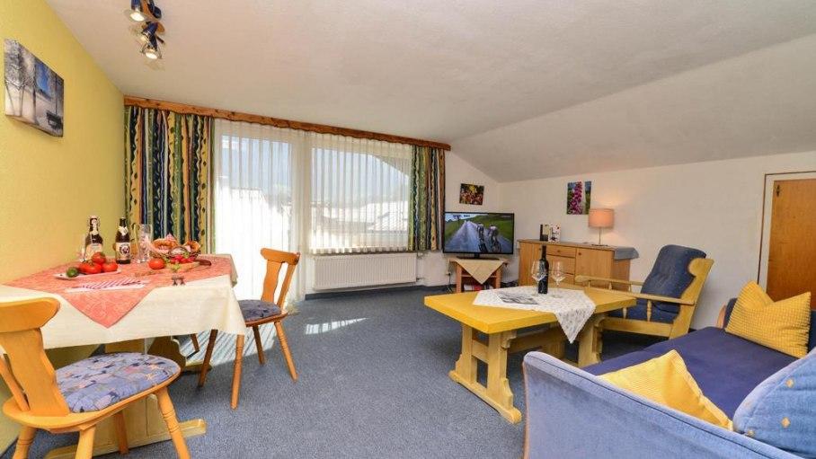 Wohnzimmer in der Ferienwohnung 3, © Hans-Peters Käshütte - Fischen i. Allgäu