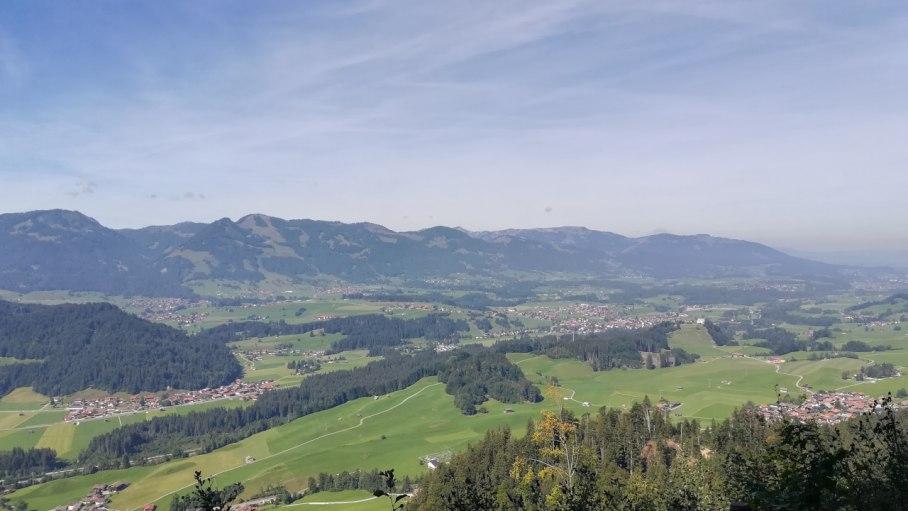 Bergpanorama mit Tälern