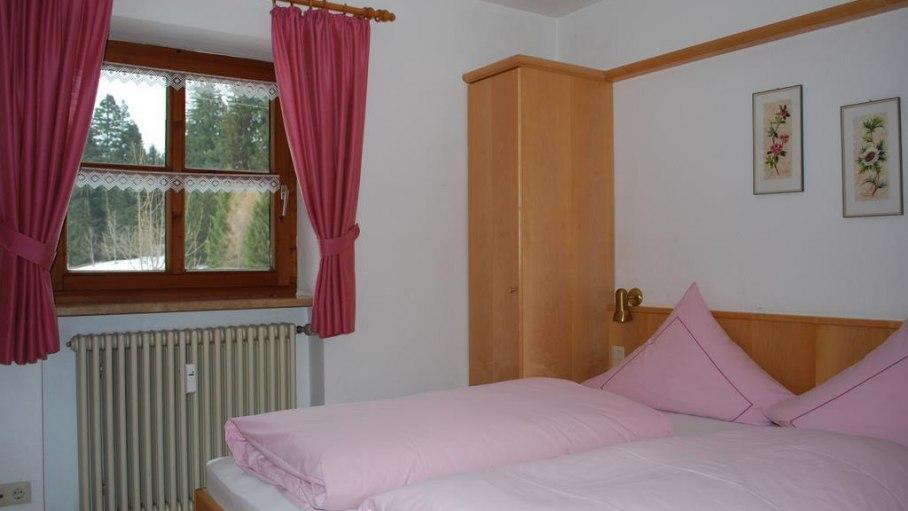 Gemütliches Schlafzimmer im Nebelhornblick, © Gästehaus Sonnenberg