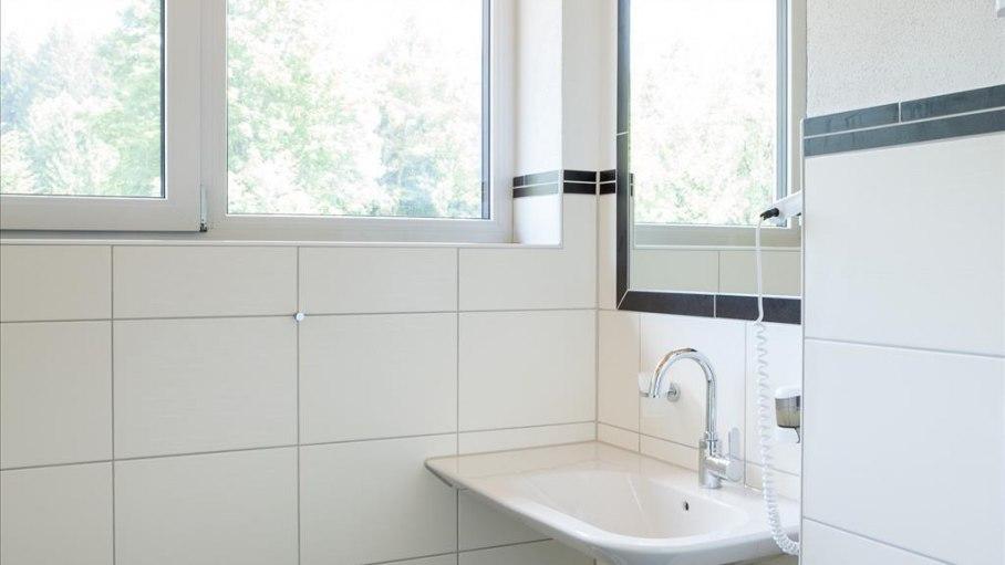 Appartement Wertach - Badezimmer, © Gästehaus-Pension Hörnerblick