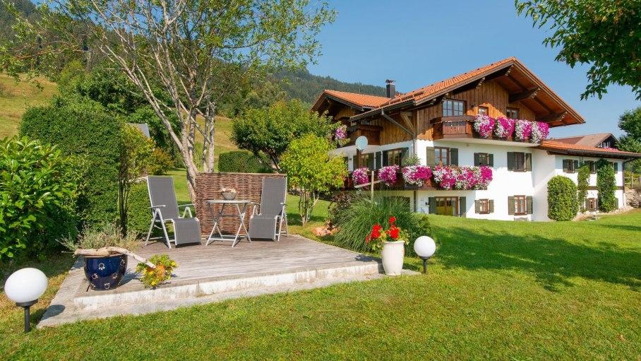 Gästehaus Renn mit Liegewiese und Terrasse, © Gästehaus Renn