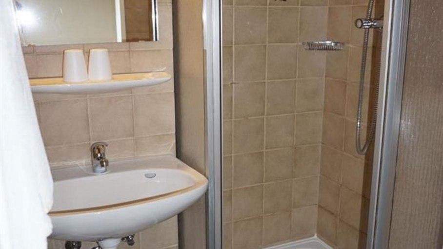 Dusche / WC im Doppelzimmer 5, © Alpengasthof Sonnenkopf - Fischen i. Allgäu