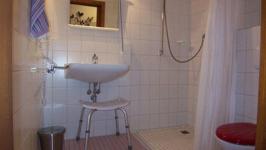 Ferienwohnung Huigarde, Bad mit ebenerdiger Dusche
