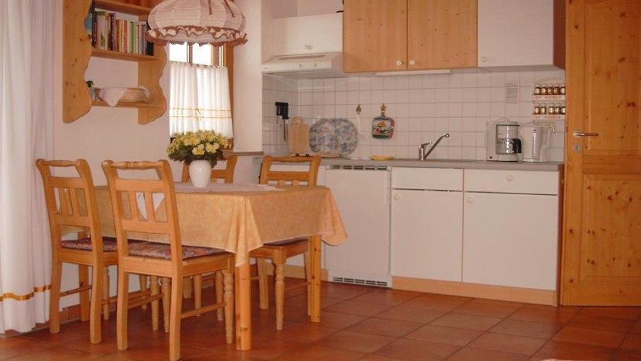 Küche in der Fewo 3, © Ferienhaus Enzian - Fischen i. Allgäu