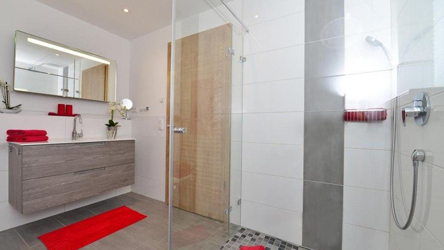 2. Badezimmer mit begehbarer Dusche-Fewo Rubihorn, © Alexa Ferienwohnungen in Fischen