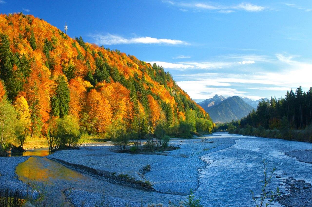 Wunderschöne Herbstlandschaft an der Iller bei Fischen im Allgäu, © Tourismus Hörnerdörfer, W. Monschau