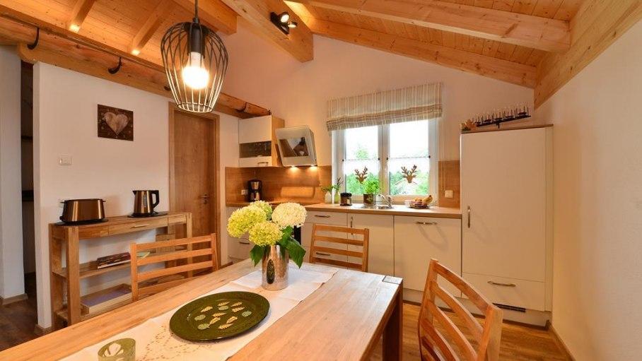 Küche mit gemütlichem Esszimmer - Fewo Nebelhorn, © Alexa Ferienwohnungen in Fischen