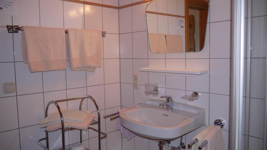 Bad mit Dusche/WC