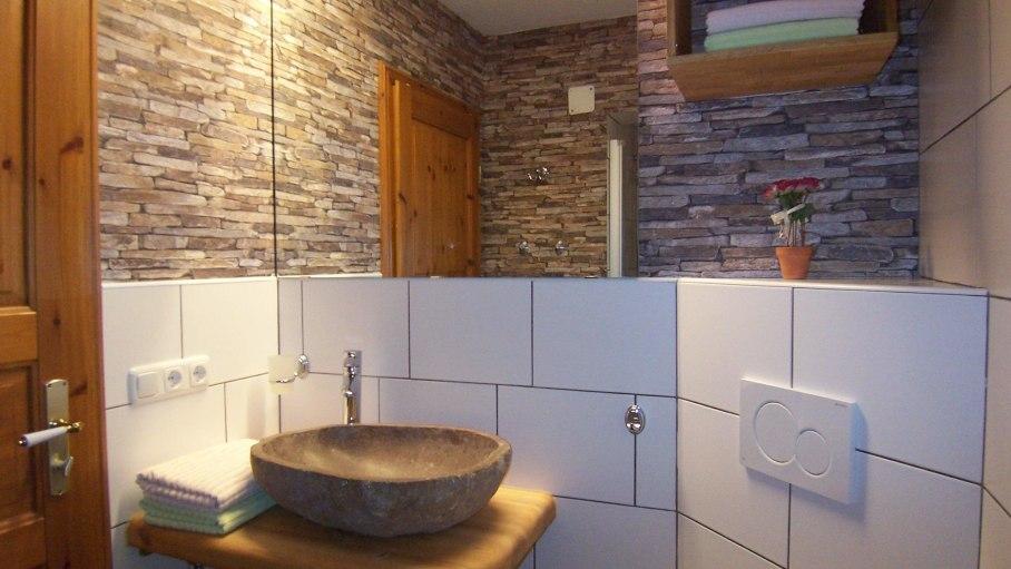 Ferienwohnung Walsertal, Bad 1 mit Dusche, © Charivari Ferienwohnungen