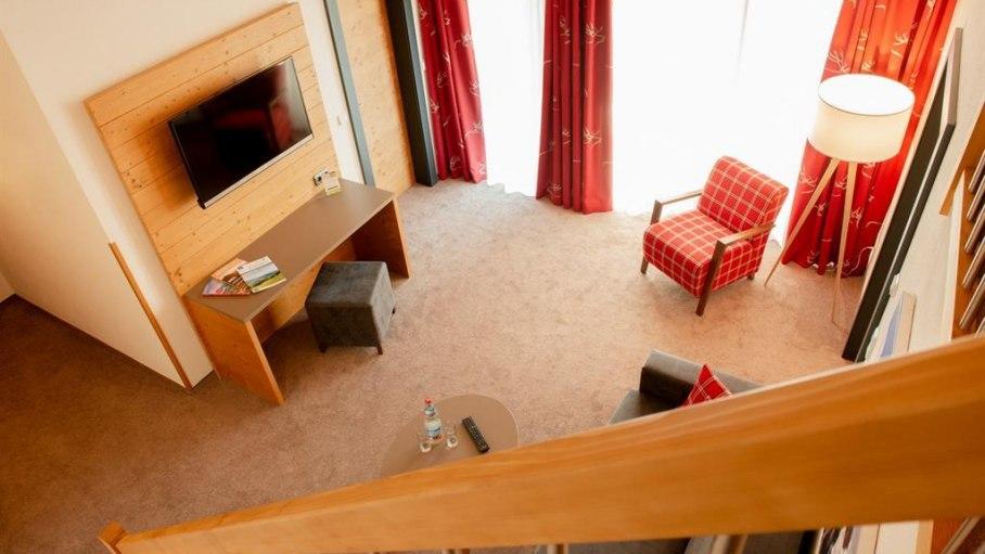 Familien-Appartement Ost - Wohnbereich, © Gästehaus-Pension Hörnerblick