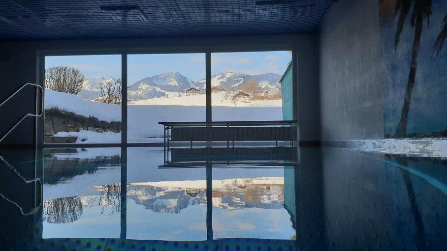 Schwimmbad mit Bergblick, © Ferienwohnung-Vermietung