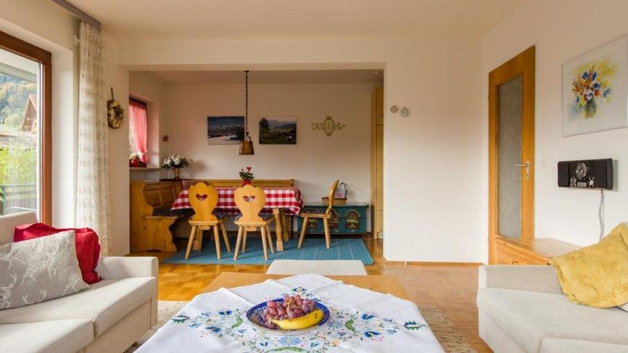 Wohnzimmer mit Essplatz