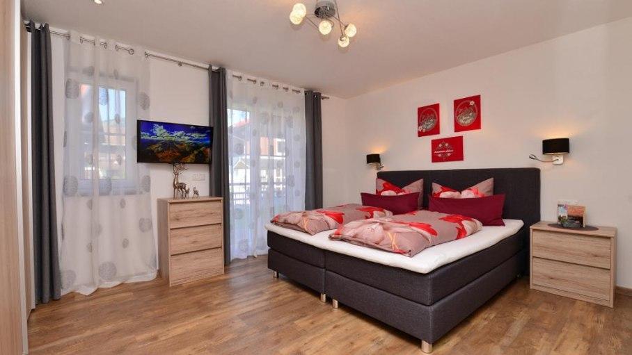 2. Schlafzimmer mit sep. Badezimmer- Fewo Rubihorn, © Alexa Ferienwohnungen in Fischen