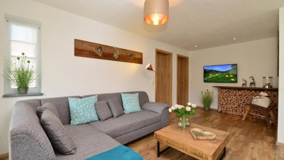 Gemütliches Wohnzimmer in der Fewo Rubihorn, © Alexa Ferienwohnungen