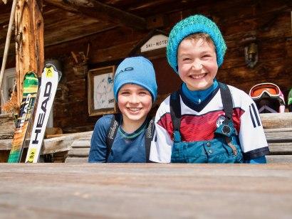 Kinderspaß beim Skikurs, © Copyright: Skischule Ofterschwang / HEAD
