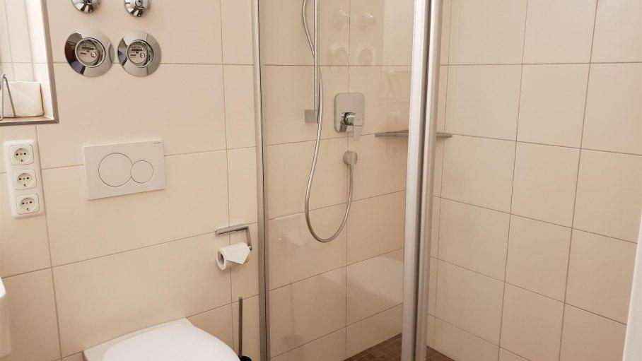 Bad mit Dusche, © Ferienwohnung-Vermietung